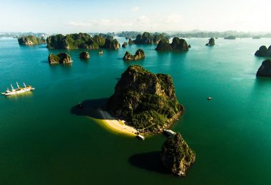 Bai Tu Long Bay Cruise